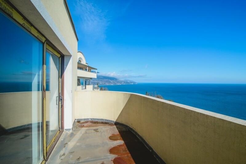 Дом в Лутраки на берегу моря недорого с фото