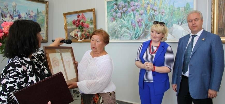 Воронцовский дворец открыл выставку почетного гражданина Ялты Валентины Цветковой, фото-1