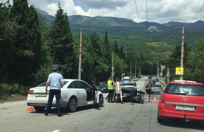 В Ялте сегодня произошло 3 аварии, в городе пробки , фото-1