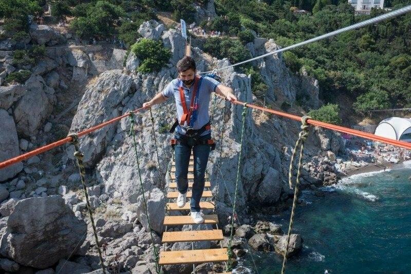 Самый длинный подвесной мост в Крыму под Ялтой продолжает работу в штатном режиме, фото-11