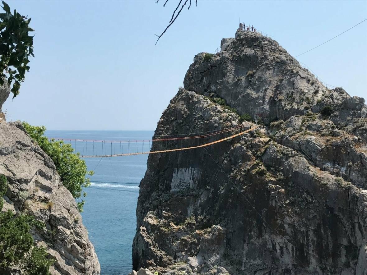 Самый длинный подвесной мост в Крыму под Ялтой продолжает работу в штатном режиме, фото-13