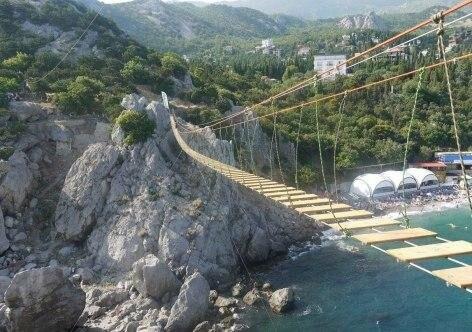 Самый длинный подвесной мост в Крыму под Ялтой продолжает работу в штатном режиме, фото-2
