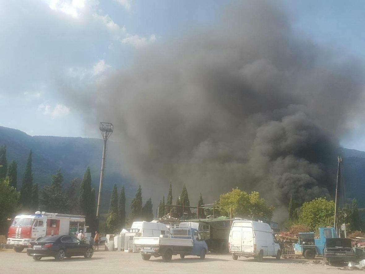 ВИДЕО: в Ялте горят покрышки, фото-2