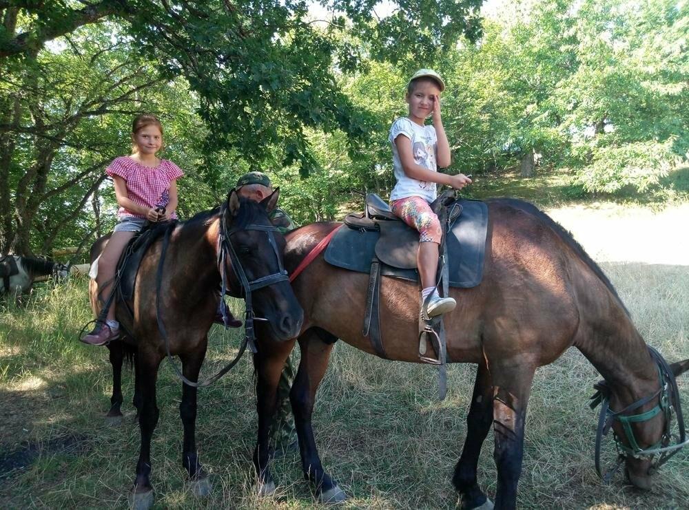 Детям из поселка Олива организовали конную прогулку , фото-1
