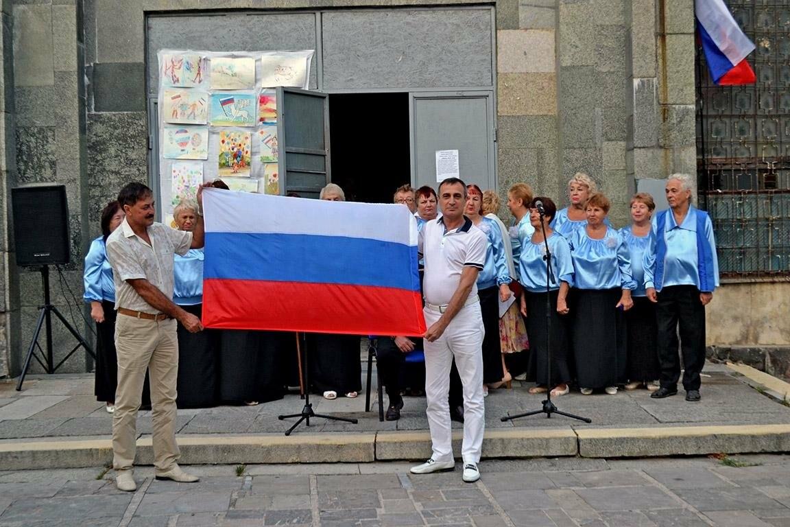 В Алупке и Кореизе отметили день государственного флага, фото-2