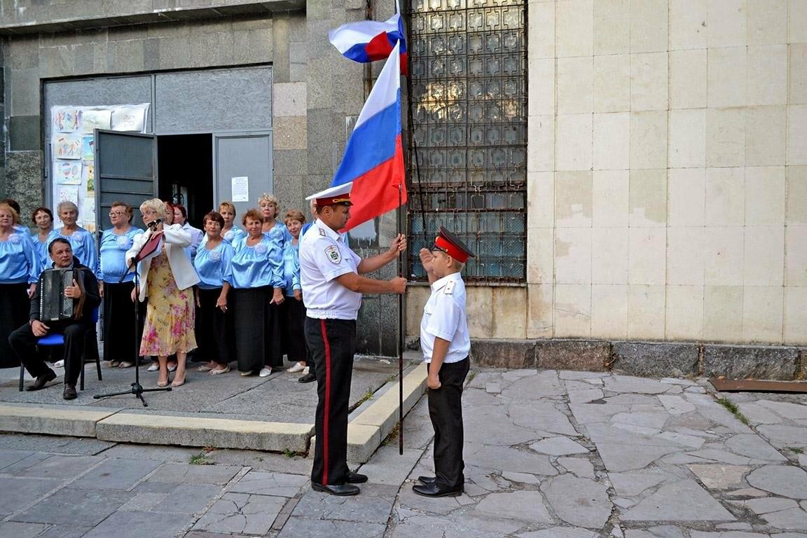 В Алупке и Кореизе отметили день государственного флага, фото-4