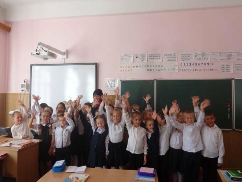В ялтинской школе № 9 полицейские провели классный час на тему  «Каждый имеет право», фото-1
