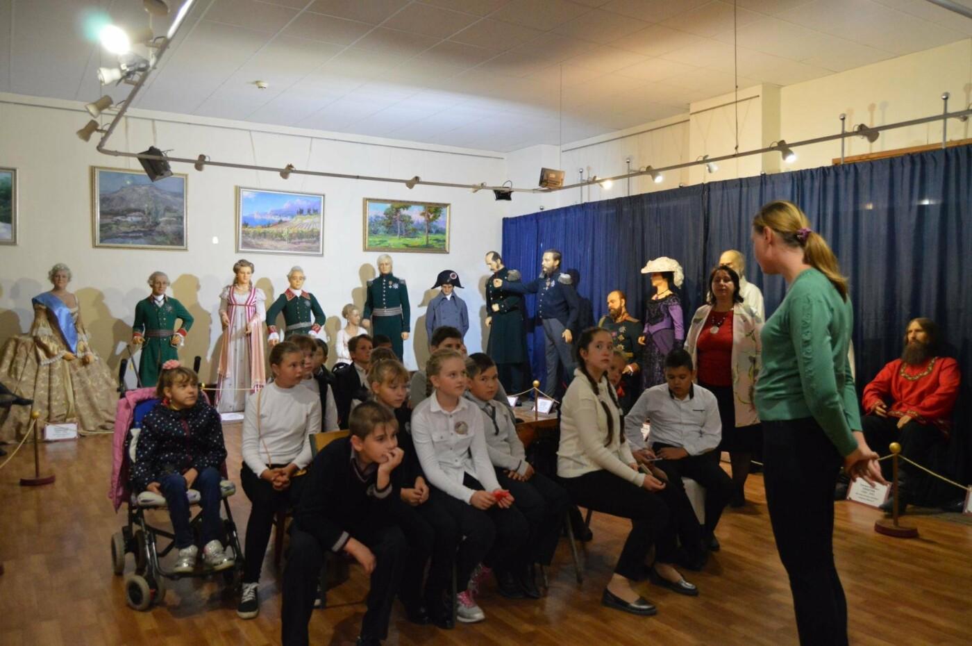 Школьников Ялтинского региона приглашают посетить музейные уроки на выставке восковых фигур , фото-1