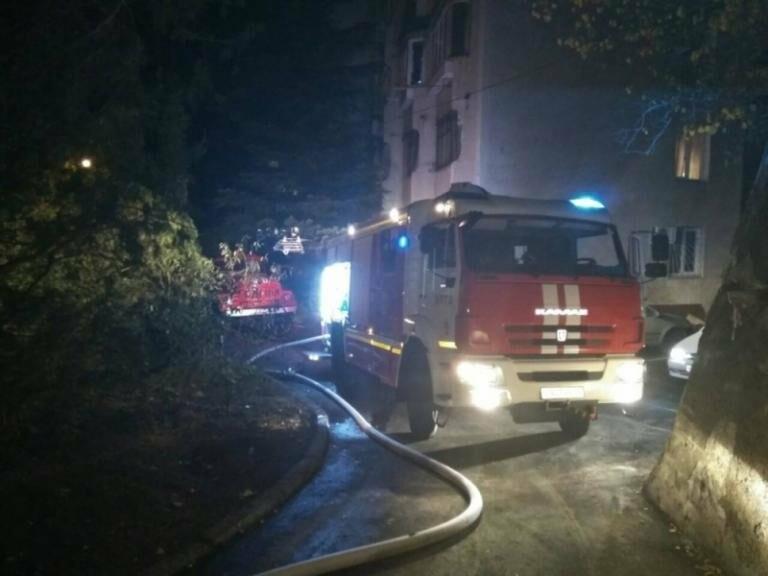 В Ялте горел жилой дом, фото-2