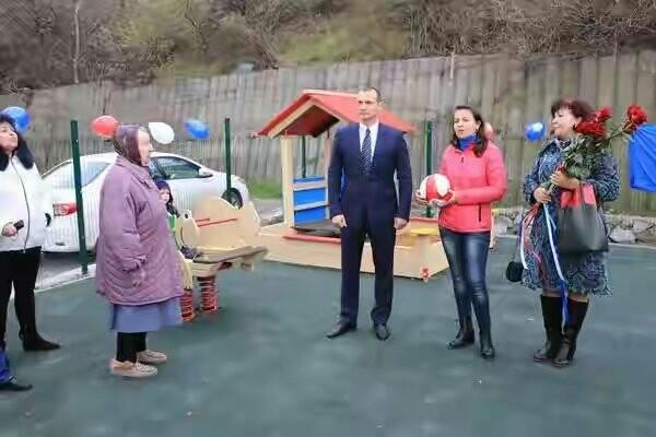 В Ялте состоялось торжественное открытие новой детской площадки, фото-1