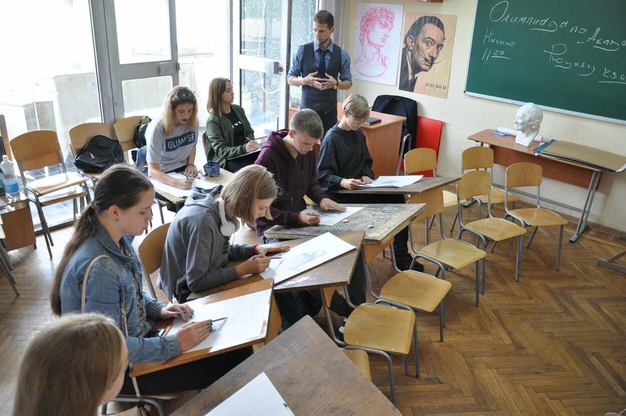 В Ялтинской Академии стартовал цикл олимпиад по академическому рисунку для школьников, фото-3