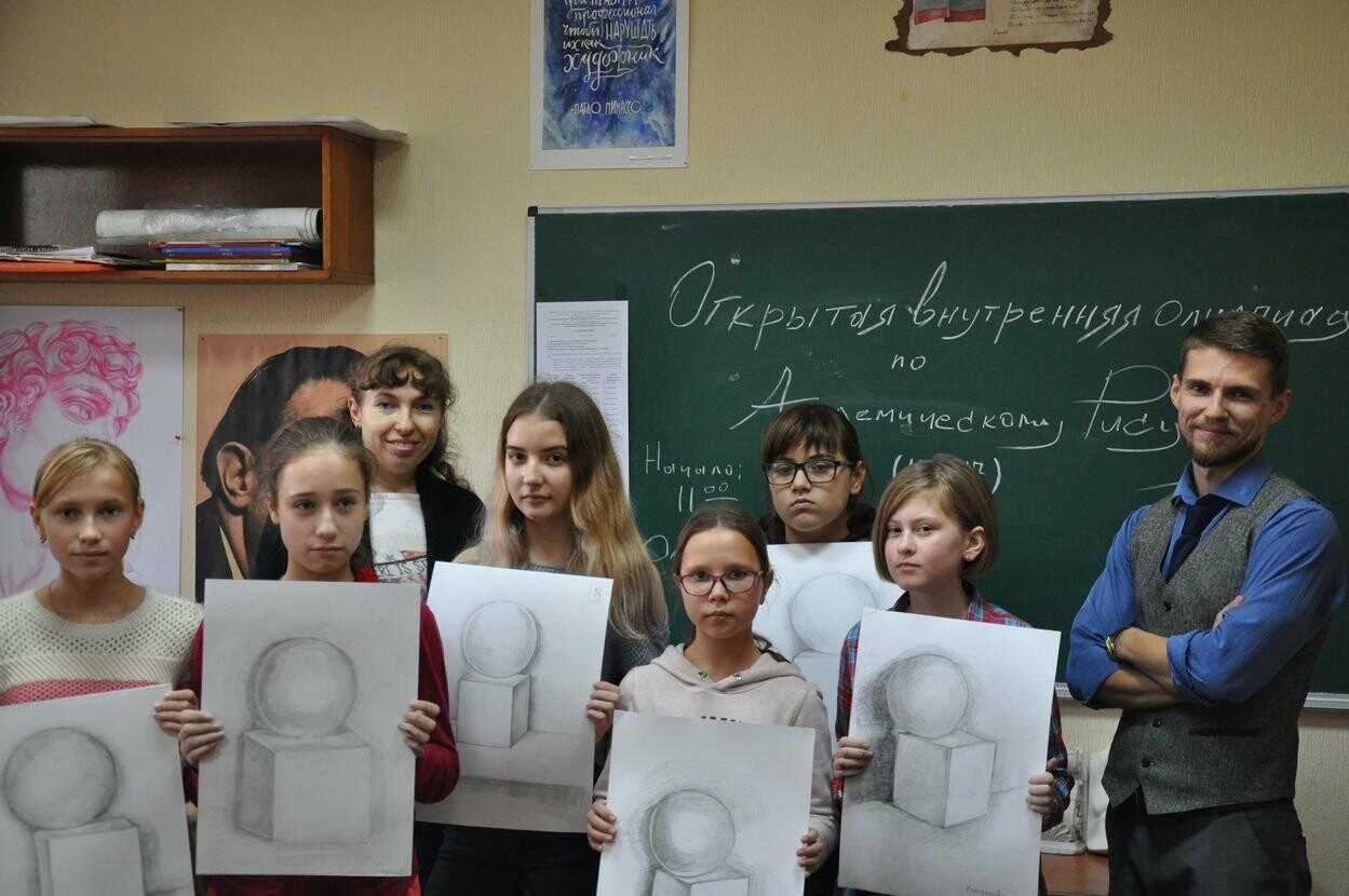 В Ялтинской Академии стартовал цикл олимпиад по академическому рисунку для школьников, фото-1