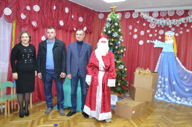 В Алупке прошло открытие новогодней ёлки, фото-2