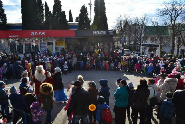 В Алупке прошло открытие новогодней ёлки, фото-1