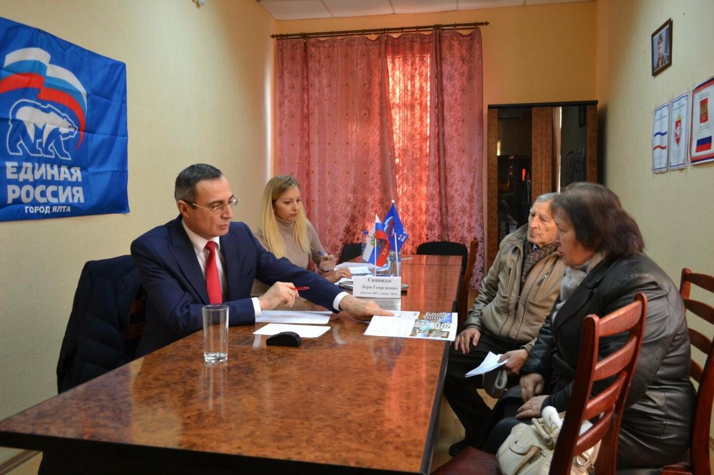 В Кореизе очередной прием граждан провел депутат Ялтинского горсовета Лери Сванидзе, фото-3