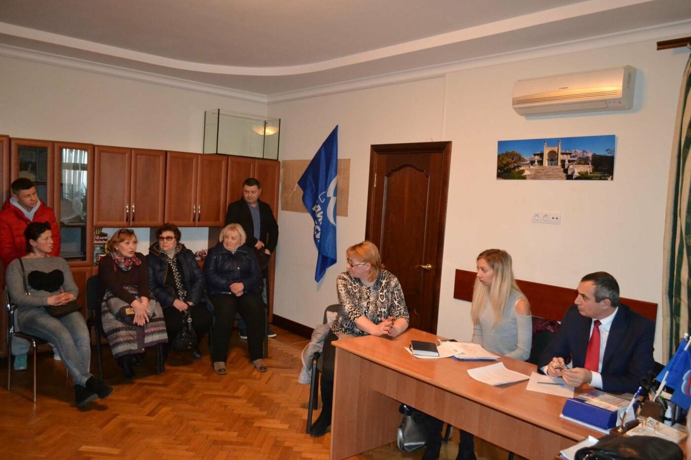 Депутат Ялтинского горсовета Лери Сванидзе провел прием граждан в Алупке, фото-1