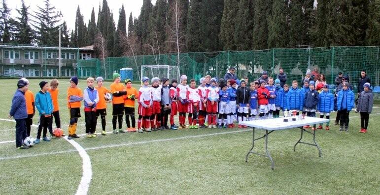 Юные ялтинские футболисты успели поиграть по всему Крыму, фото-1