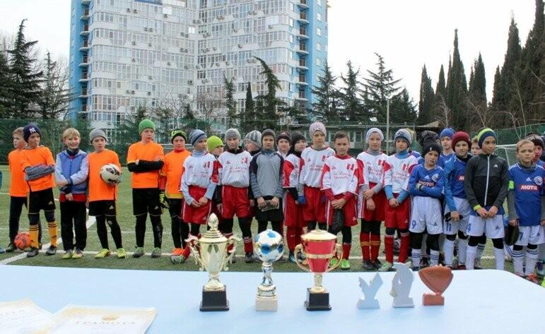Юные ялтинские футболисты успели поиграть по всему Крыму, фото-2