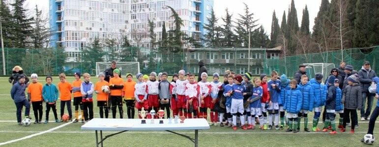 Юные ялтинские футболисты успели поиграть по всему Крыму, фото-3