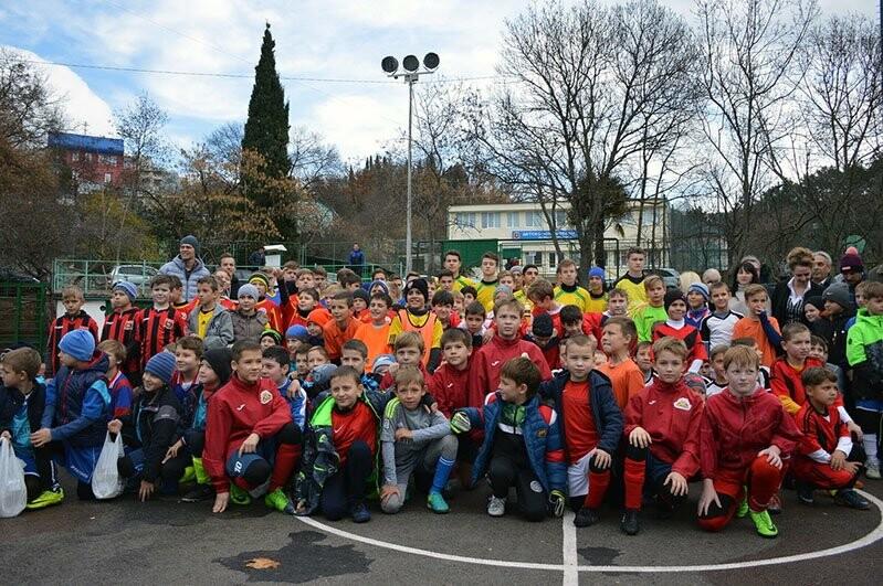 В Ялте наградят лучших юных футболистов региона, фото-4