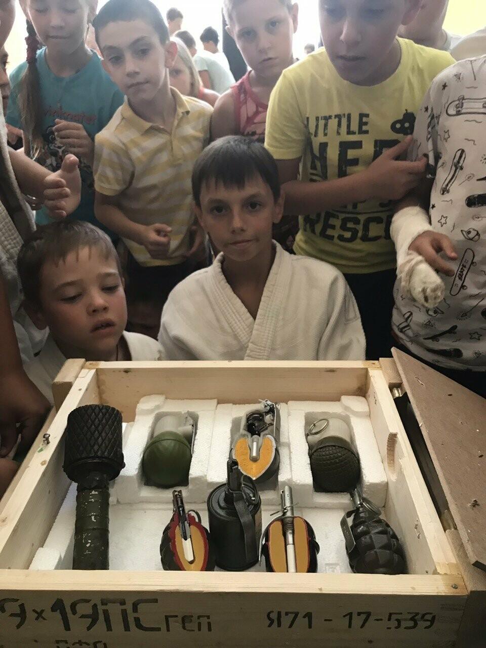 Воспитанникам ДЮФ ФС Ялты рассказали о терроризме, фото-1