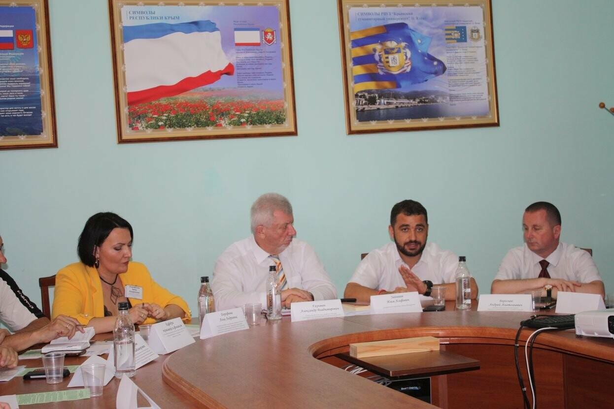 Ялтинские студенты будут работать в одном из крупнейших гостиничных комплексов в Крыму, фото-1