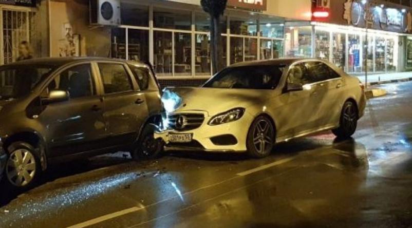В Ялте «Мерседес» протаранил сразу три припаркованных автомобиля (ФОТО), фото-1