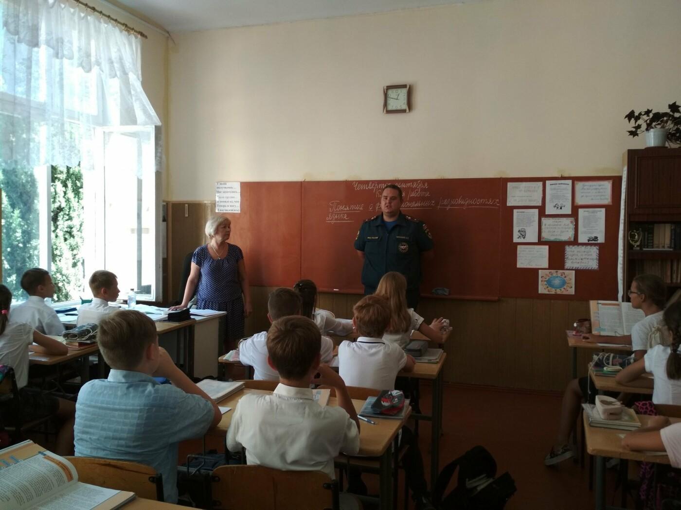 В Ялте сотрудники МЧС провели профилактические работы, фото-3