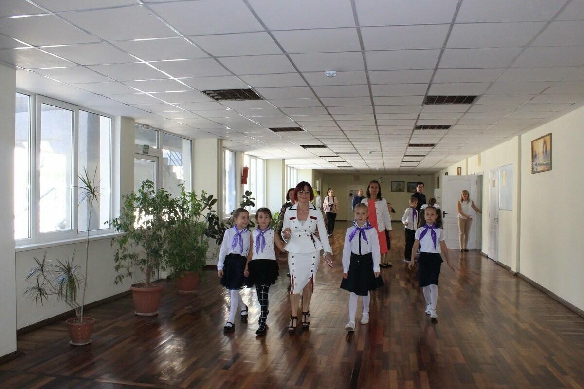 Ялтинскую школу № 1 традиционно посетил Жерар Эль и его супруга Утта из Германии, фото-1