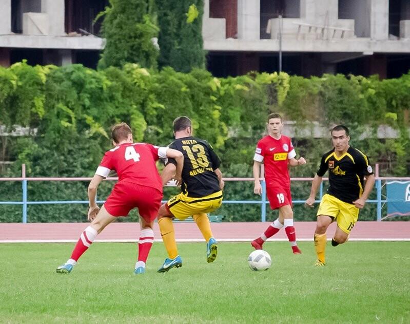 У ялтинцев — победа и ничья в любительском Чемпионате Крыма по футболу, фото-1