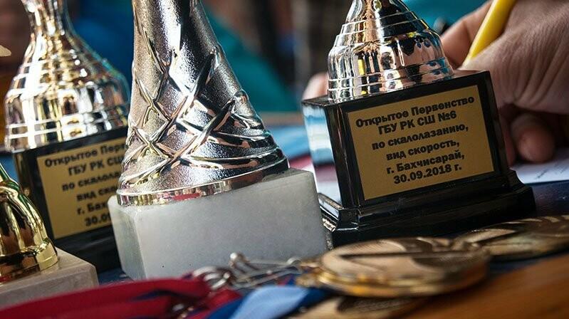 Двое юных ялтинок стали чемпионками на турнире по скалолазанию, фото-1