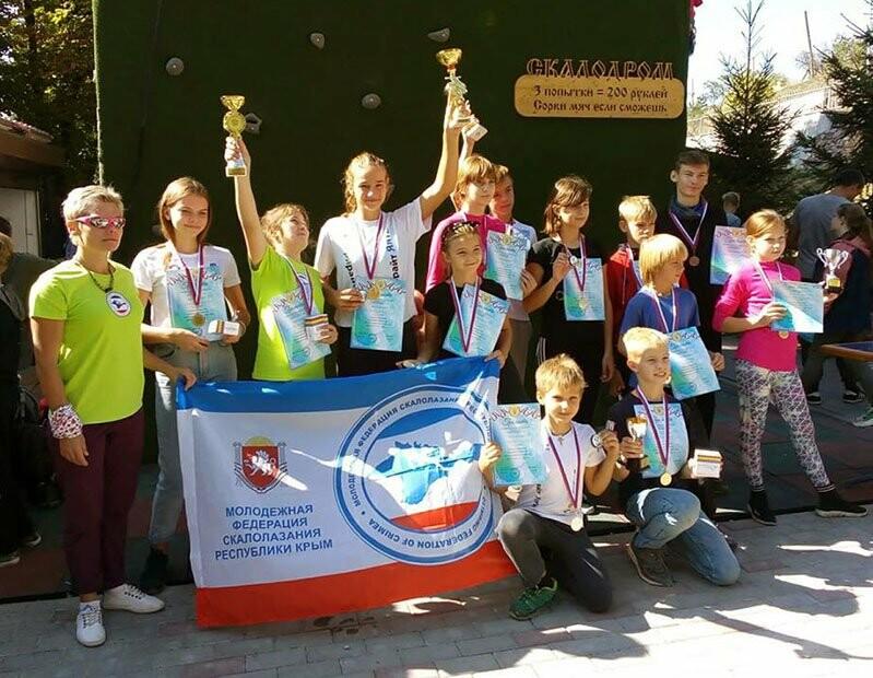 Двое юных ялтинок стали чемпионками на турнире по скалолазанию, фото-6