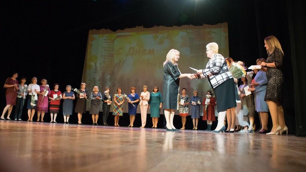Крымские педагоги принимали поздравления со своим профессиональным праздником в Ялте, фото-3