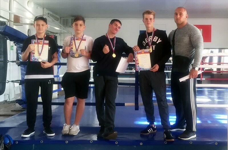Ялтинские боксеры выиграли медали в Севастополе и дома, фото-1