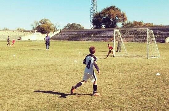 У юных ялтинских футболистов — победа, ничья и два поражения за неделю, фото-1