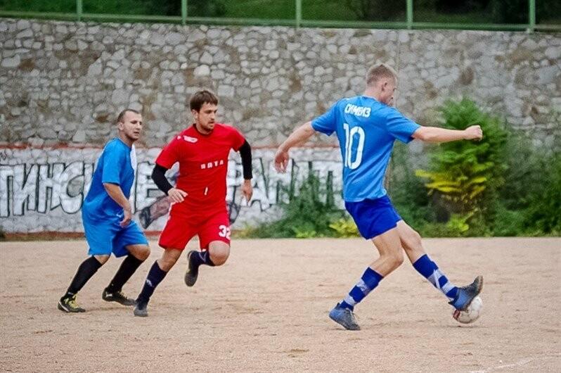 В Ялте матчами первой лиги стартовал городской футбольный чемпионат, фото-1