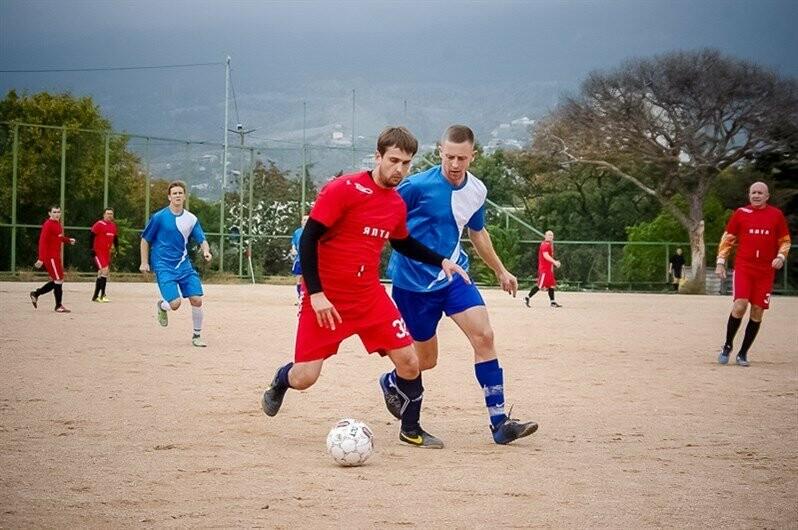 В Ялте матчами первой лиги стартовал городской футбольный чемпионат, фото-2