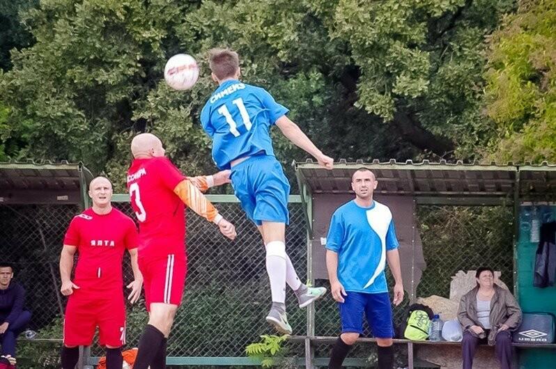 В Ялте матчами первой лиги стартовал городской футбольный чемпионат, фото-3