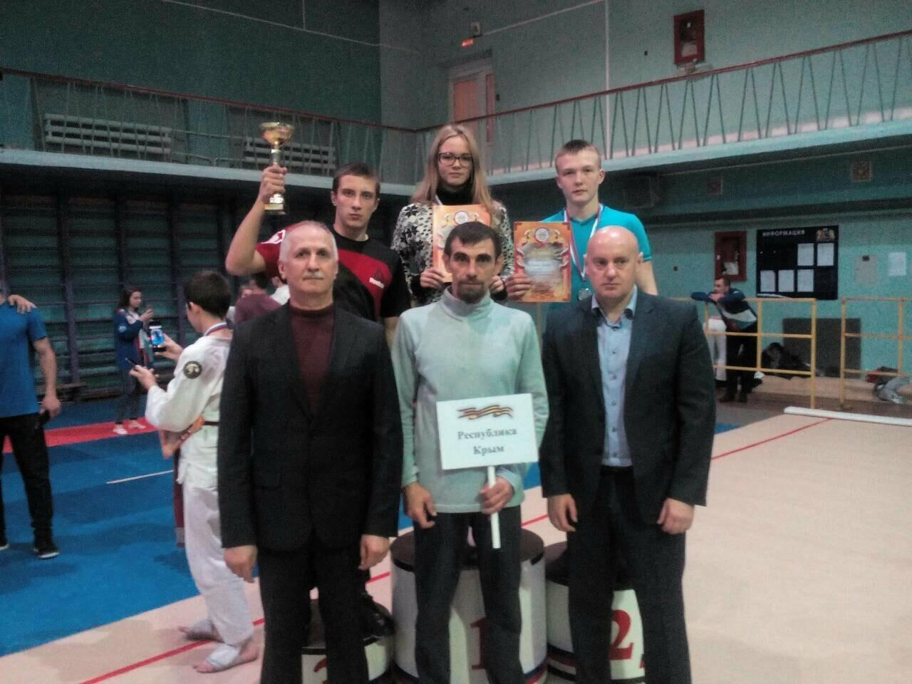 Спортсмены из Ялты завоевали золото и серебро на соревнованиях по рукопашному бою, фото-1