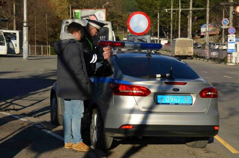 В Ялте сотрудники ГИБДД провели профилактические беседы с пешеходами, фото-2