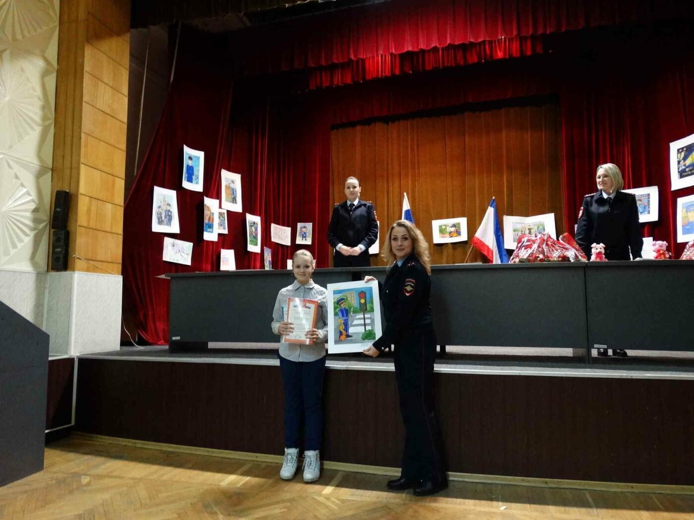 В Ялте полицейские наградили детей  за творческие работы , фото-2