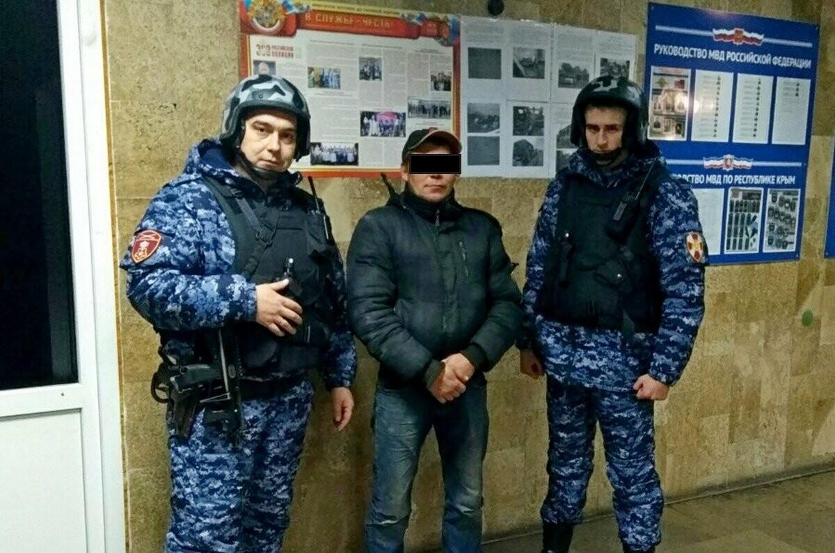 В Алупке сотрудники Росгвардии задержали гражданина, находящегося в федеральном розыске, фото-1