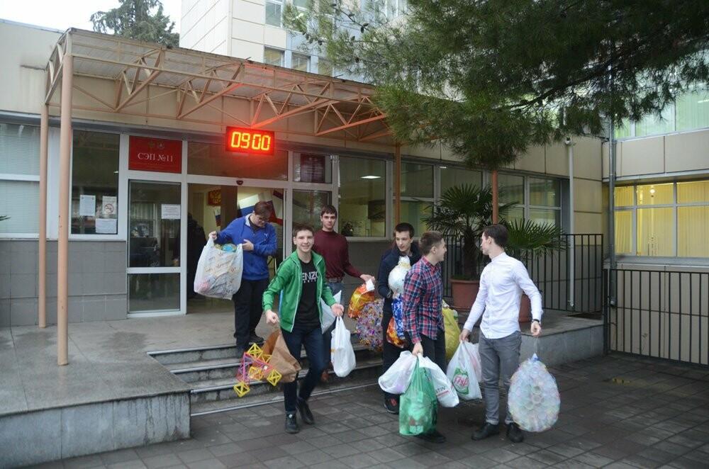 Дети Ялты приготовили машину подарков для секвойядендрона НБС  , фото-2
