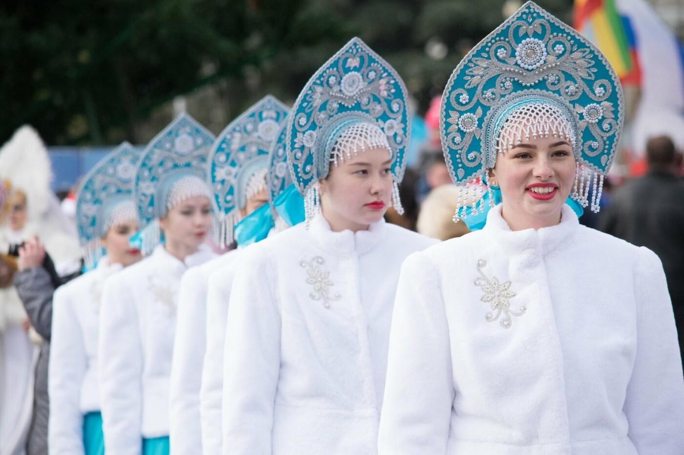 В Ялте почти 800 сказочных персонажей приняли участие в Мороз-параде, фото-2