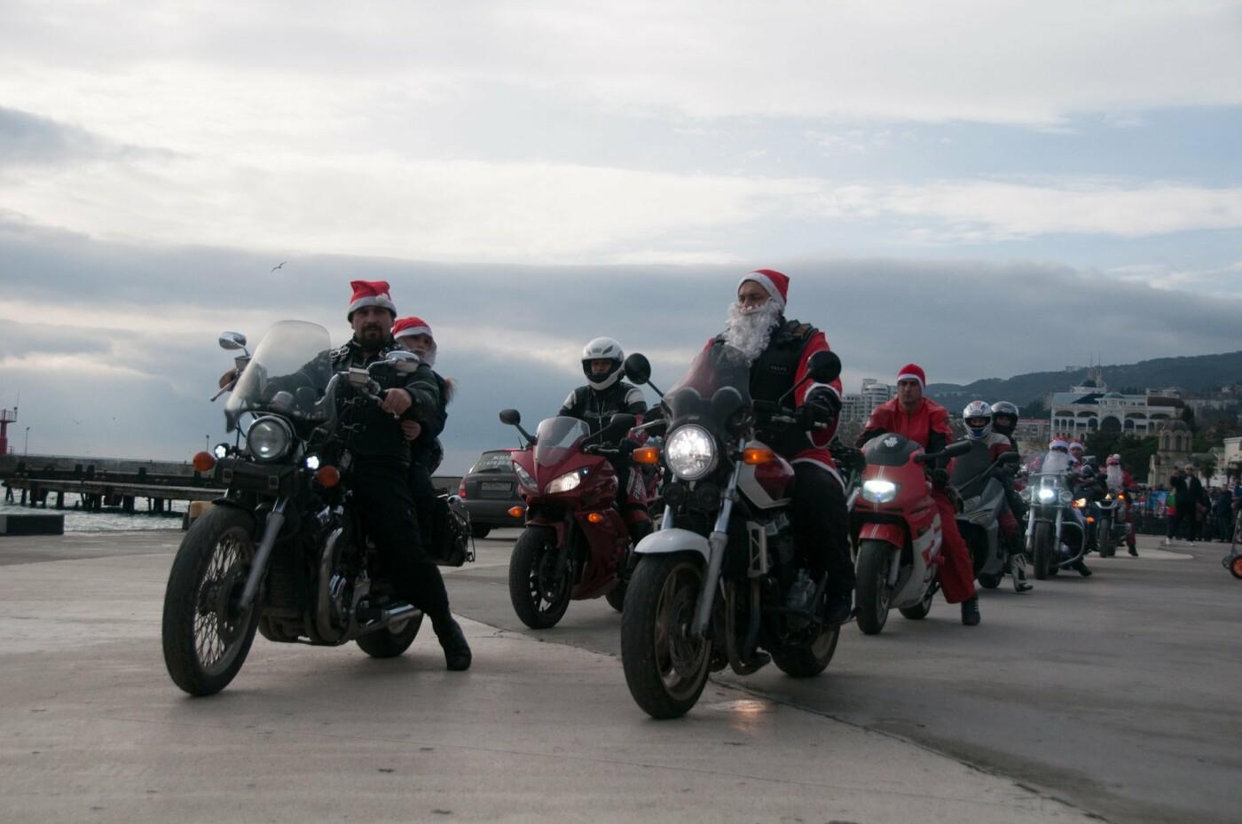В Ялте почти 800 сказочных персонажей приняли участие в Мороз-параде, фото-3