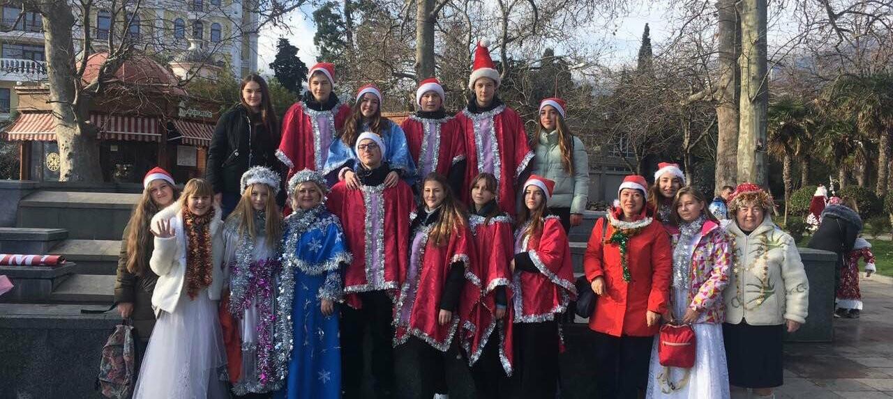 В Ялте почти 800 сказочных персонажей приняли участие в Мороз-параде, фото-4