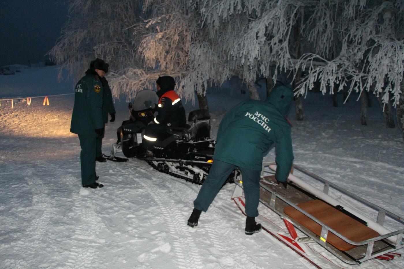 ВИДЕО: спасатели почти 12 часов оказывали помощь туристам, заблокированным на плато Ай-Петри, фото-3