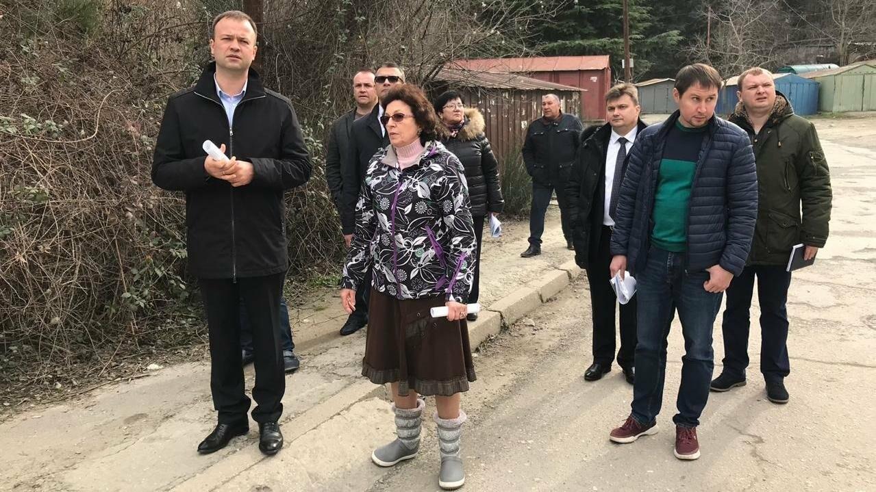В Ялте министр строительства Крыма посетил спорные объекты  по обращениям граждан, - результаты , фото-1