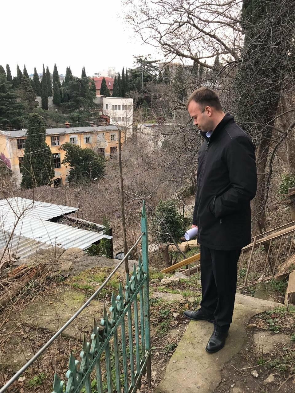 В Ялте министр строительства Крыма посетил спорные объекты  по обращениям граждан, - результаты , фото-2