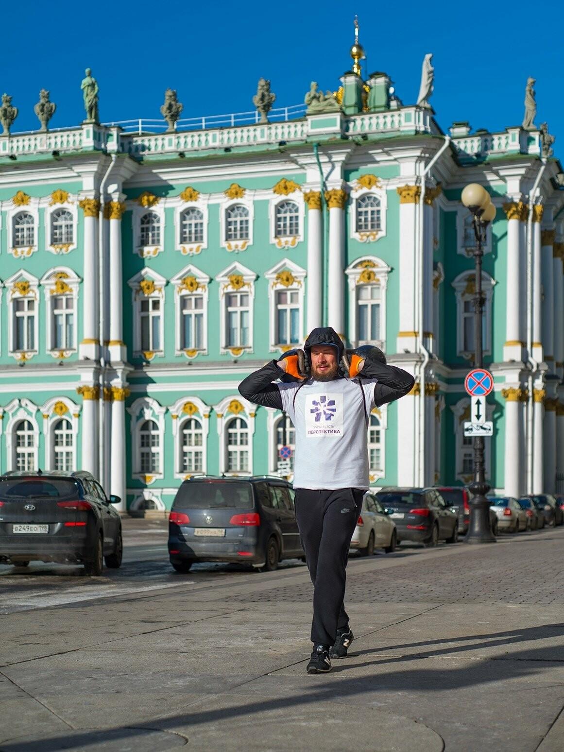 В Санкт-Петербурге спортсмен из Ялты установил рекорд по суточной ходьбе с гирями , фото-1